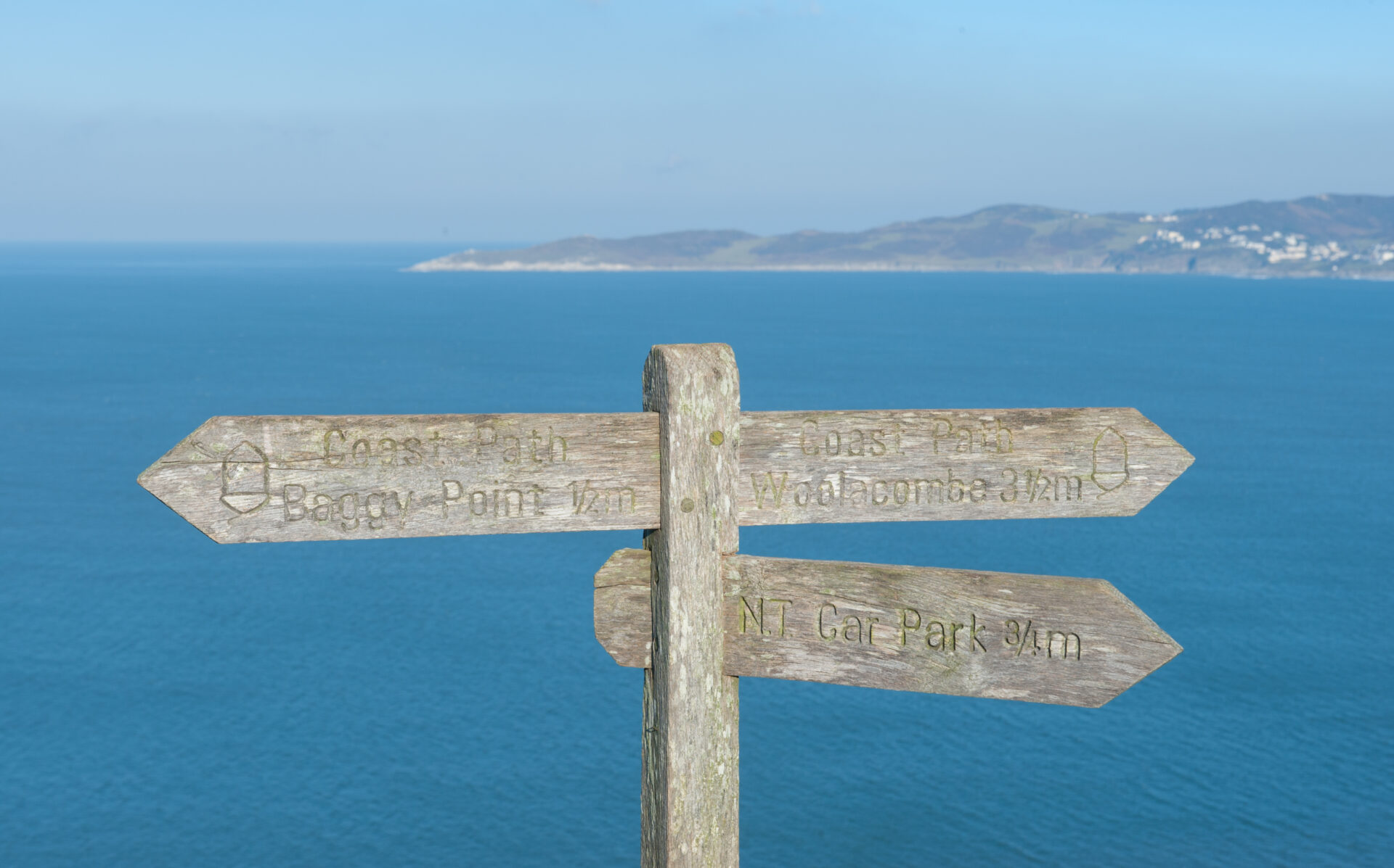 woolacombe sign post
