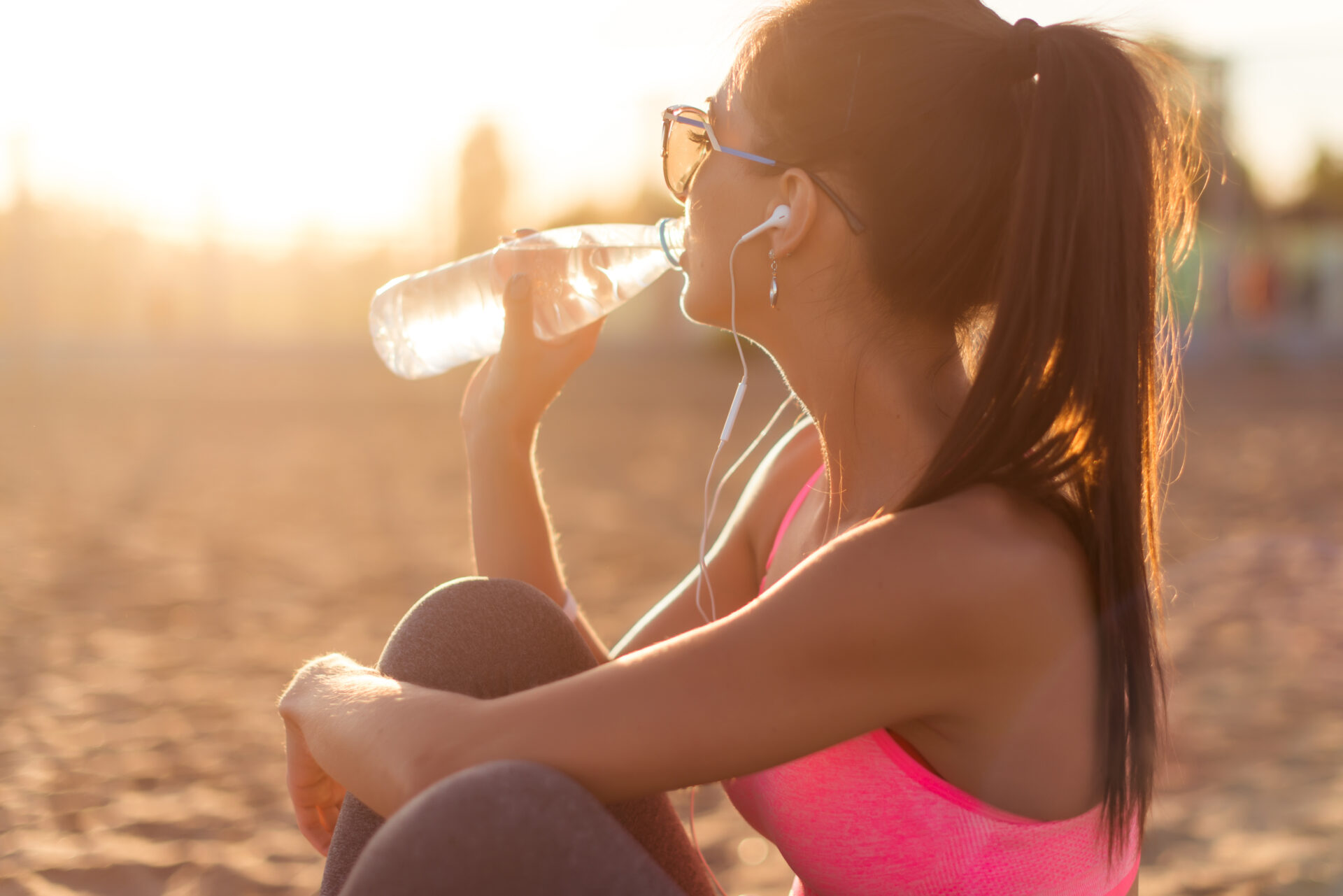 drinking water to stay healthy on holiday